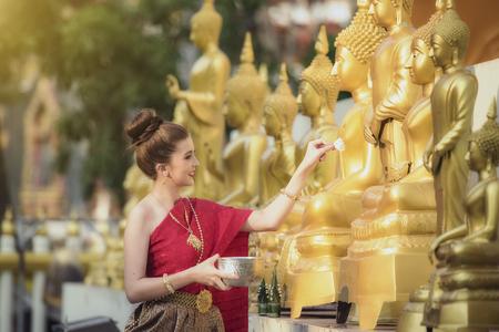 Thais, Laos festival Songkran, Water zegen ceremonie van volwassenen.