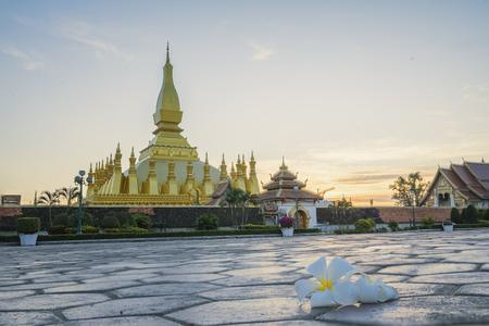 Oriëntatiepunt van Laos, Lao-mensen, De natuurlijke attracties van Laos, de traditionele Lao-traditie, prachtige natuur en prachtige traditionele tradities, Het natuurlijke is nog steeds puur en mooi in Laos.