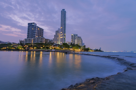 The seaside town and landscape lighting and a beautiful beach at Pattaya . Stockfoto