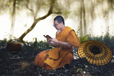 novice monks thailand ,buddhist temple,Novice monk went on a pilgrimage alone stay outdoors. Stok Fotoğraf