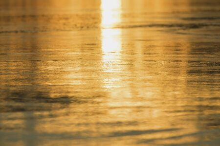 Sunset in the evening, Orange sea water.The beauty of the water at sunset, The sun hits the water is golden. 版權商用圖片