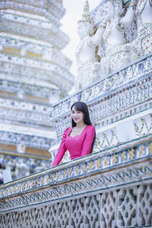 Beautiful Lao girl tourists visiting Thai temples,Bangkok,Thailand. Stockfoto - 128858197