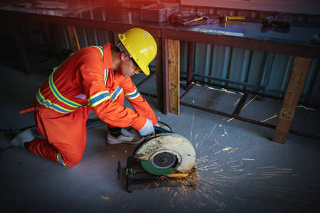 Steel cutters who are skilled in cutting steel machines. Stockfoto