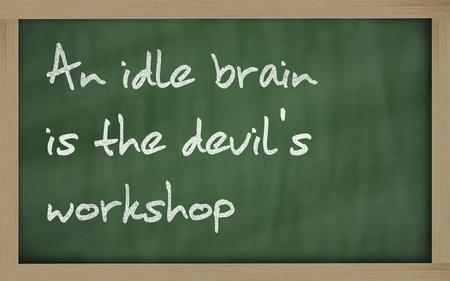 """holgaz�n: Escritos Blackboard """"Un cerebro ocioso es el taller del diablo"""" Foto de archivo"""
