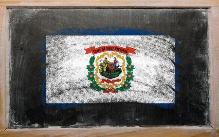 Chalky Amerikaanse staat West Virginia vlag geschilderd met kleur krijt op oude schoolbord