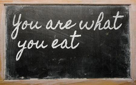 필기 칠판 글 - 당신은 당신이 먹는 것입니다. 스톡 콘텐츠