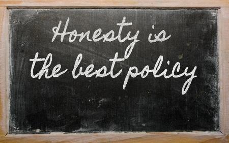 honestidad: escritos de escritura a mano pizarra - La honestidad es la mejor pol�tica Foto de archivo