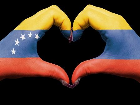Venezuela flag: Turismo gesto por parte de Venezuela manos la bandera de colores que muestran el s�mbolo del coraz�n y el amor