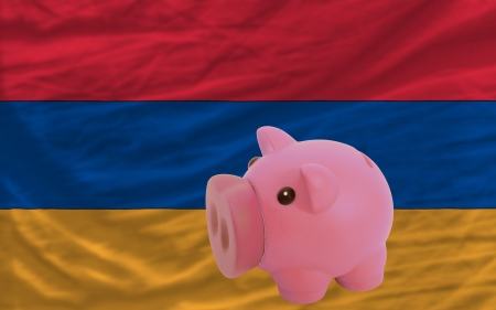 piktogramm: Piggy rich bank in front of national flag of armenia symbolizing saving and accumulating funds as good financial habit