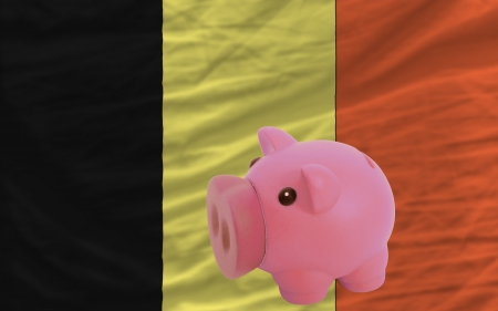 piktogramm: Piggy rich bank in front of national flag of belgium symbolizing saving and accumulating funds as good financial habit