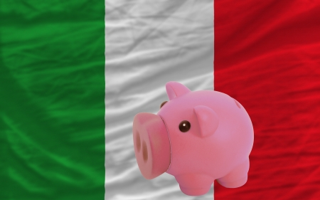 piktogramm: Piggy rich bank in front of national flag of italy symbolizing saving and accumulating funds as good financial habit
