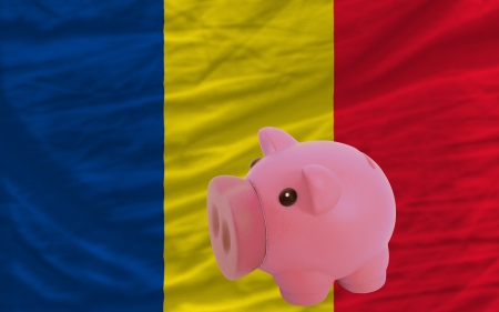 piktogramm: Piggy rich bank in front of national flag of romania symbolizing saving and accumulating funds as good financial habit Stock Photo