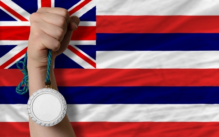 silver state: Holding silver medal for sport and flag of us state of hawaii