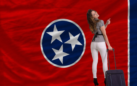 tennesse: joven y bella mujer viaja a Tennessee
