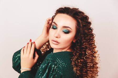 Close up portrait of elegant luxurious woman in trendy green sequin party dress . Elegant wavy hairstyle, bright make up, red nails. Beauty concept. 스톡 콘텐츠 - 140625958