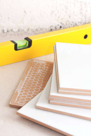 The tool level in the course of packing of a ceramic tile