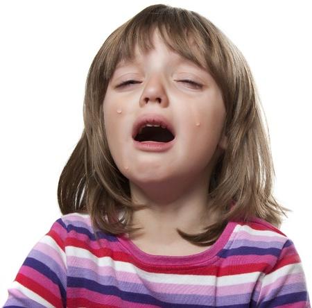 child crying: niña llorando