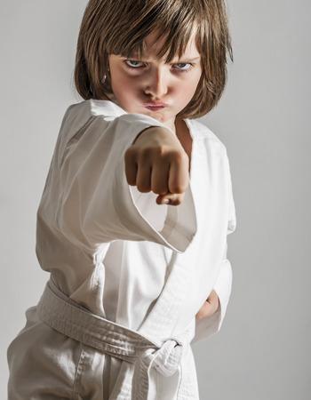 어린 소녀: a little girl practicing karate 스톡 사진