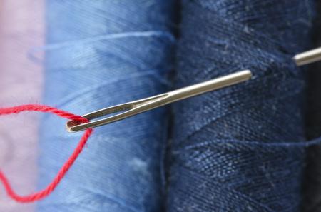 銀針の目の赤い糸