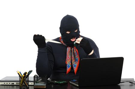 beroofd: Inbreker bedreigt moord door de mobiele telefoon van de beroofd kantoor