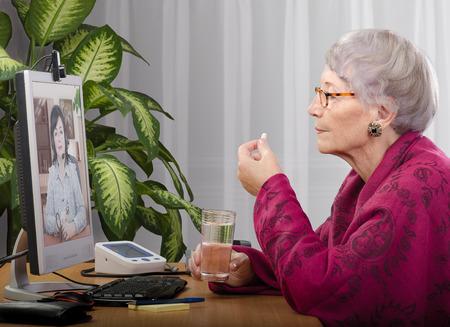 arzt gespr�ch: Der erwachsenen Patienten, die eine Pille w�hrend medizinische Beratung Online