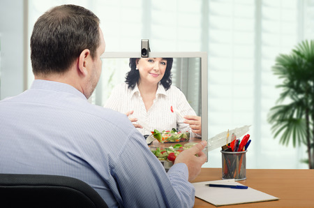 teleconference: Office staff is eating takeaway vegetable salad in front of each other by online.  They are healthy eating fans