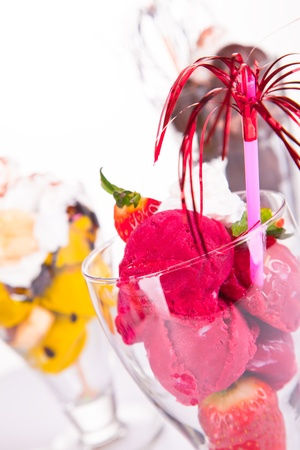 ice cream sundae: ice cream sundae