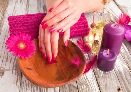 Mooie vrouw handen. Concept van de manicure