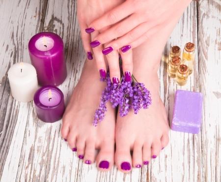 Beautiful woman Hands and sole. Manicure concept Standard-Bild