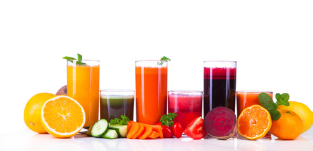 verre jus orange: jus de fruits frais sur le bois