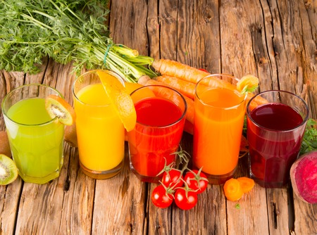 verre de jus d orange: Jus de fruits frais, fruits et l�gumes m�langer