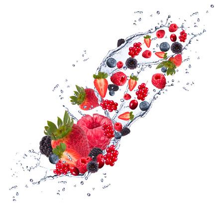 eating fruit: Frutas frescas que caen en el chapoteo del agua, aisladas sobre fondo blanco Foto de archivo