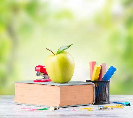 utiles escolares: Grupo de útiles escolares, de nuevo a concepto de la escuela