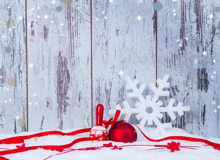 neige noel: D�coration de No�l de vacances fond avec du bois Banque d'images