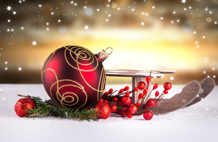 golden ball: Christmas decoration Holiday background with wood