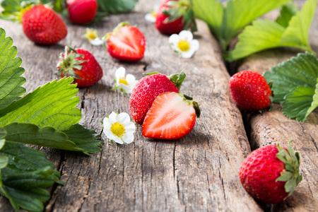 Fresh strawberries on wooden table Imagens