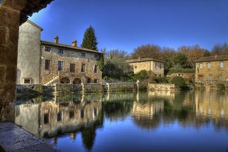 costruction: Bagno Vignoni rappresenta uno dei borghi medioevali pi suggestivi e meglio conservati della Toscana  Situato nella Val D