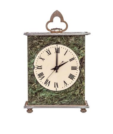mantel: Due ore il mantello orologio isolato su sfondo bianco Archivio Fotografico