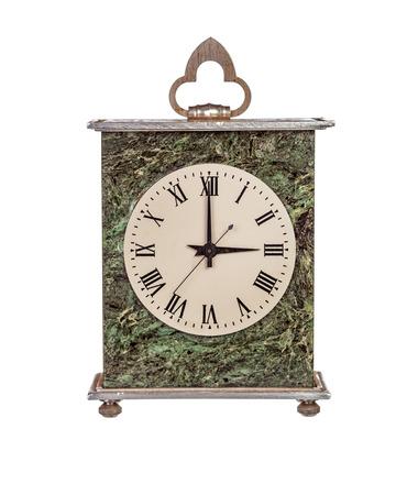 mantel: Tre ore il mantello orologio isolato su sfondo bianco