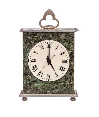 mantel: Cinque ore il mantello orologio isolato su sfondo bianco Archivio Fotografico