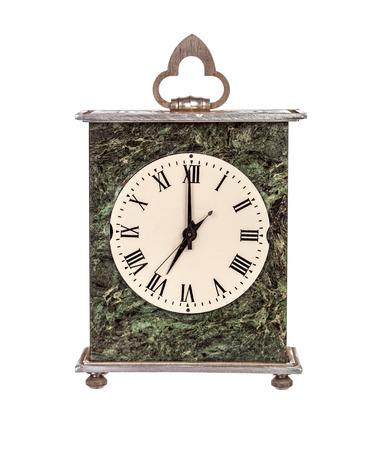 mantel: Sette in punto orologio mensola isolato su sfondo bianco