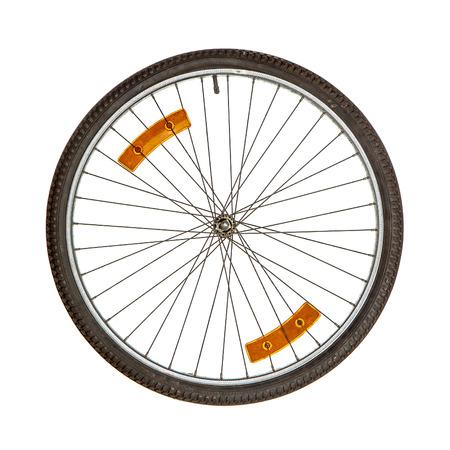 Wiel van de fiets met twee oranje reflectoren op spikes geïsoleerd over white Stockfoto