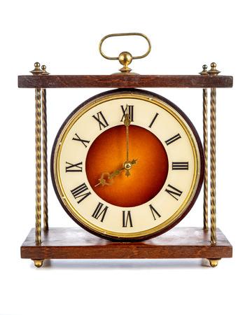 numeros romanos: Antiguo reloj con números romanos que muestran ocho sobre el fondo blanco
