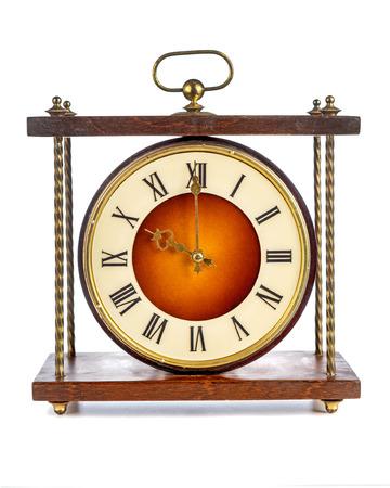 numeros romanos: Antiguo reloj con n�meros romanos que muestran diez sobre el fondo blanco Foto de archivo