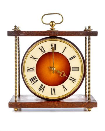 numeros romanos: Antiguo reloj con n�meros romanos que muestran cuatro sobre fondo blanco