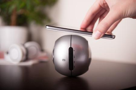 speaker: Smartphone y el altavoz de la NFC, la tecnolog�a NFC (Near Field Communication) es el tema