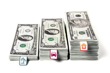 pieniądze: Oszczędność pieniędzy, gromadzenie pieniędzy, pieniądze ułożone w wiązki kroków, planowania finansowego, marzenia, koszty planowania, paczki dolarów, ekonomii rodziny, DSLR stock dolarów, poziome obrazu. Zdjęcie Seryjne