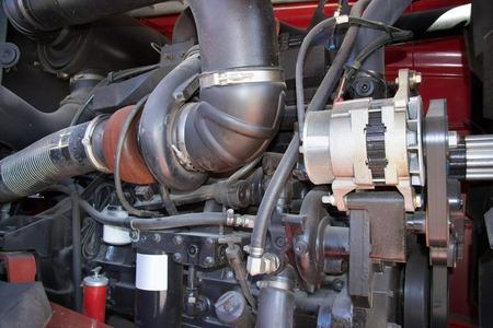 Motor tractors, agrarische auto-onderdelen, onderdeel van de dieselmotor, de motor van de trekker close-up, de motor van het voertuig.