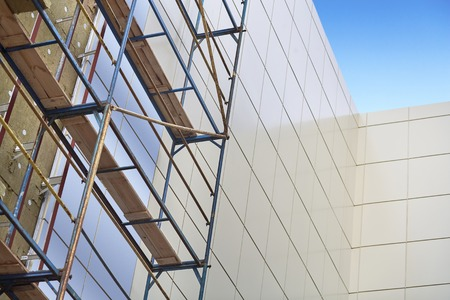 공중 작업, 외벽 단열재, 건축 자재에 직면 작업을 구축을 수행 벽 단열, 미네랄 울, 건물의 복합 패널 클래드, 자원 절약, 비계,.