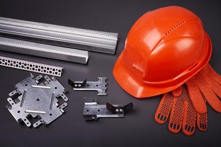 Bouwhelm, profiel voor gipsplaat, de vaststelling van gipsplaat, set van bouwprofielen, bouwmaterialen, stalen profielen voor reparatie, bouwwerken, persoonlijke beschermingsmiddelen